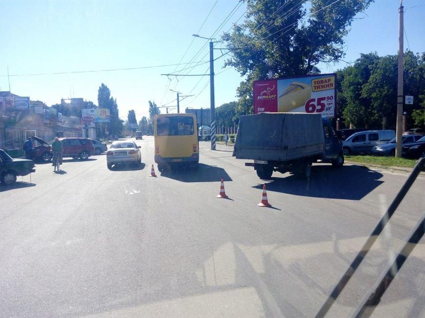 В Кропивницком столкнулись маршрутка и грузовик (ФОТО), фото-1
