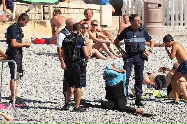 ООН призвала Францию снять запреты наношение буркини повсей стране