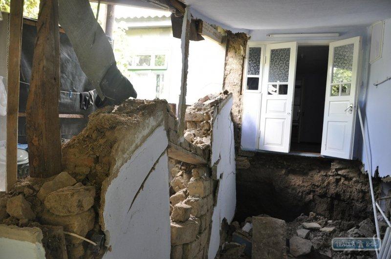 В Одесской области дом ушел под землю (ФОТО), фото-1