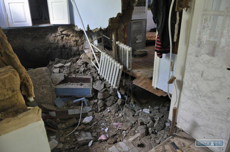 В Одесской области дом ушел под землю (ФОТО), фото-2