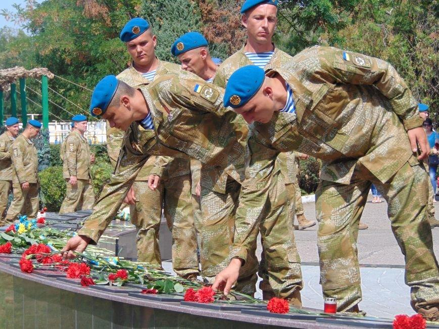 Тем, кто стоял насмерть: в Николаеве открыли памятник героям-десантникам (ФОТОРЕПОРТАЖ), фото-8