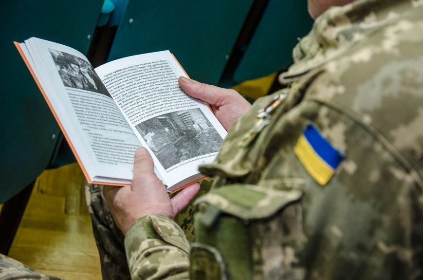 Сразу две книги об Иловайской трагедии презентовали в Днепропетровской ОГА (ФОТО), фото-8