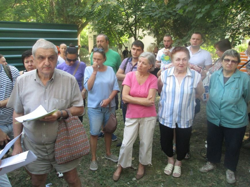 Жители одесских Черемушек сносили забор нахалстроя (ФОТО, ВИДЕО), фото-2