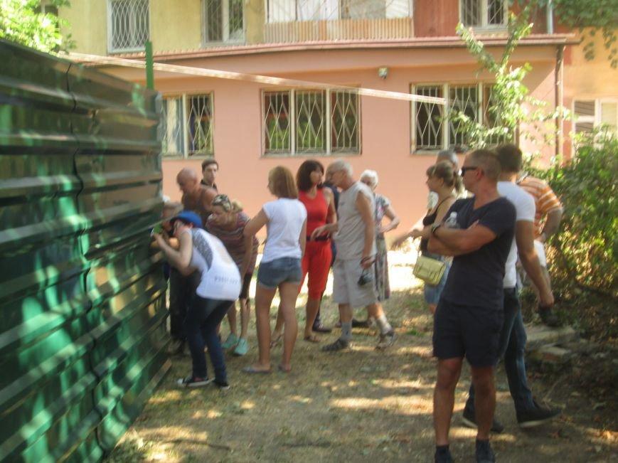 Жители одесских Черемушек сносили забор нахалстроя (ФОТО, ВИДЕО), фото-11