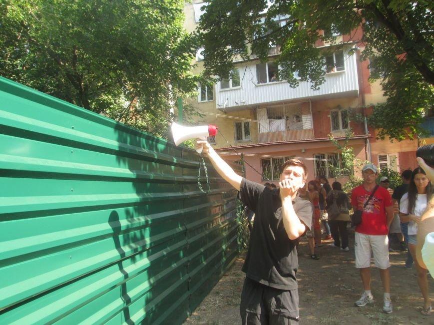 Жители одесских Черемушек сносили забор нахалстроя (ФОТО, ВИДЕО), фото-12