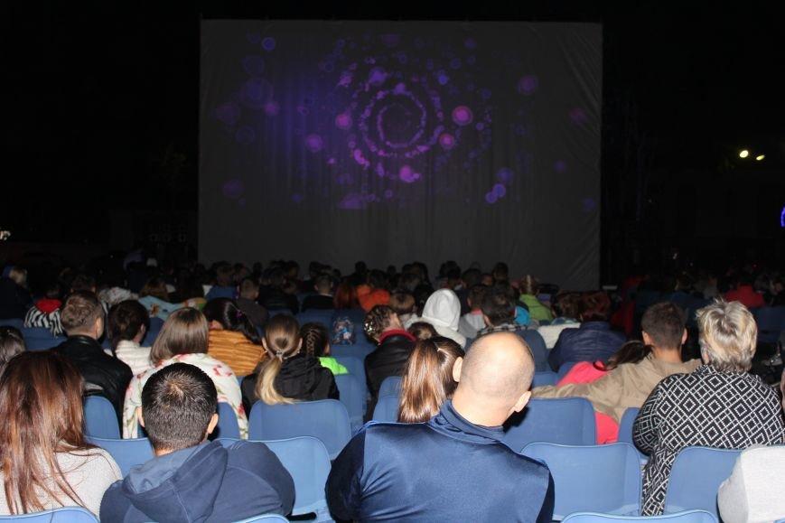 Сотни южносахалинцев смогли насладиться фильмами под открытым небом, фото-5
