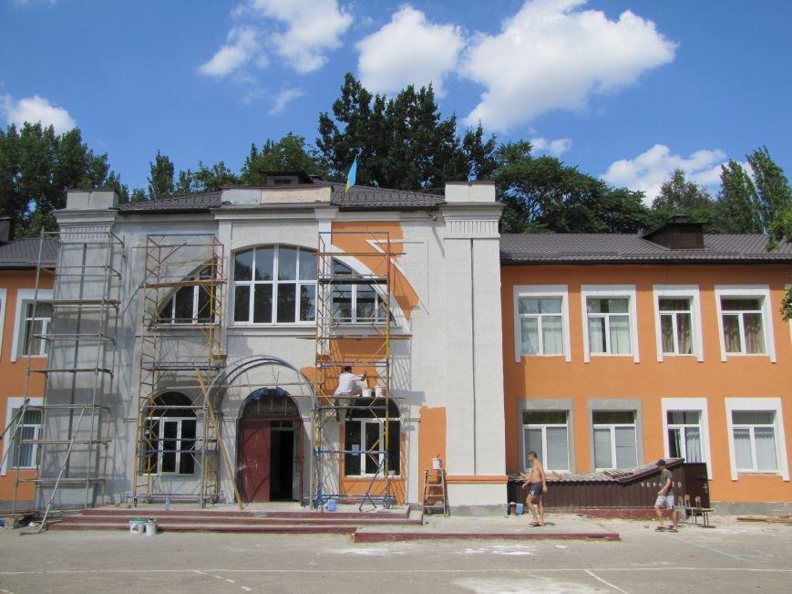 Мелитопольская гимназия встретит учеников  в новом наряде, фото-1