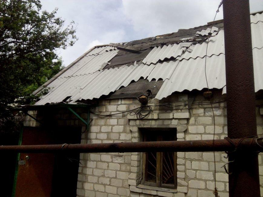 В результате ночного  обстрела в Авдеевке повреждены два дома (ФОТО), фото-1