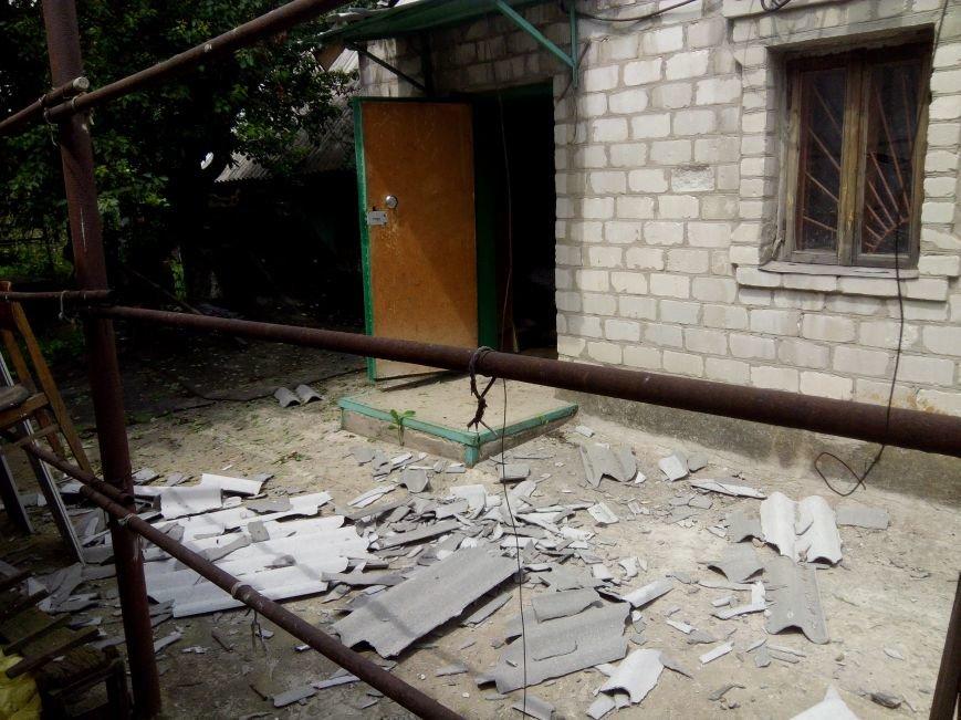 В результате ночного  обстрела в Авдеевке повреждены два дома (ФОТО), фото-2