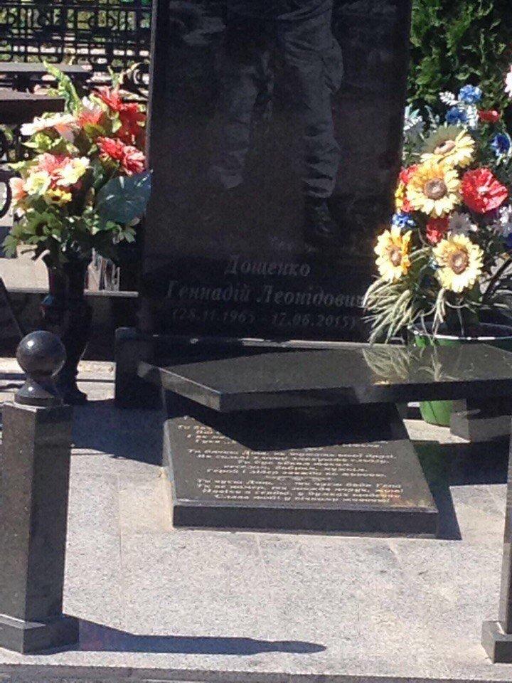 Вандалов, поваливших памятники на могилах бойцов АТО, разыскивают со служебными собаками (ФОТО), фото-2
