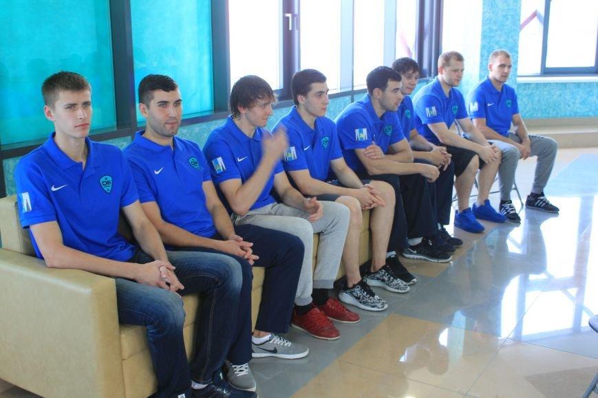 Сахалинский хоккейный клуб тепло принял новых спортсменов, фото-4