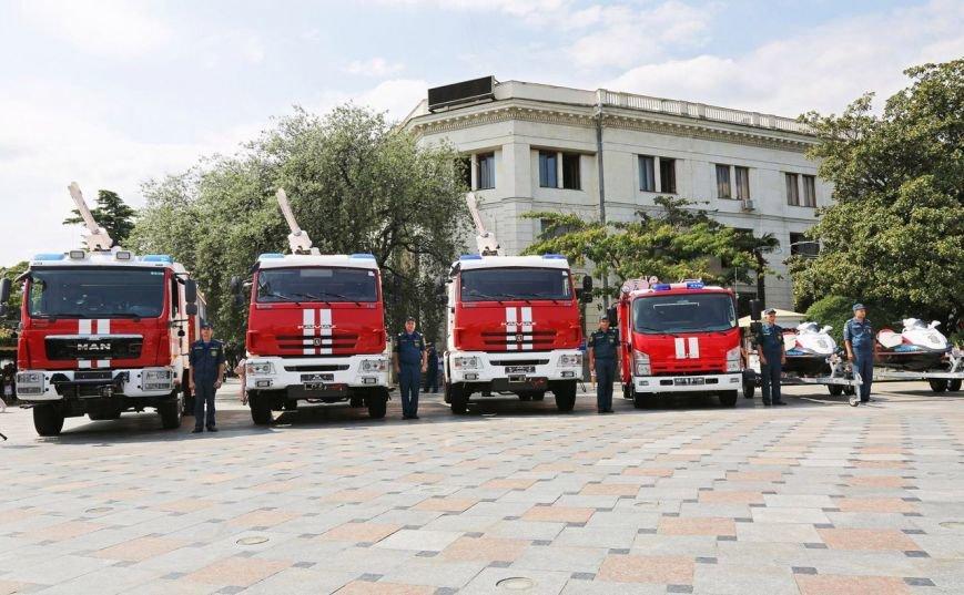 Пожарно-спасательные подразделения ЮБК получили новую технику и экипировку на 300 млн руб, фото-2