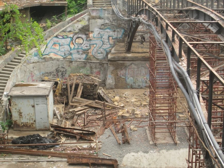 В центре Одессы рабочие «оголили» мост (ФОТО), фото-4