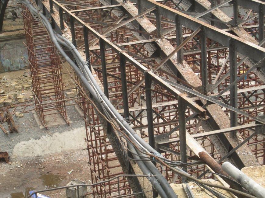 В центре Одессы рабочие «оголили» мост (ФОТО), фото-7