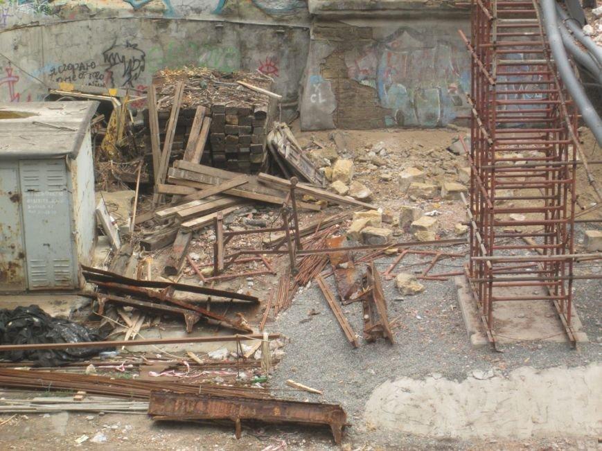 В центре Одессы рабочие «оголили» мост (ФОТО), фото-5