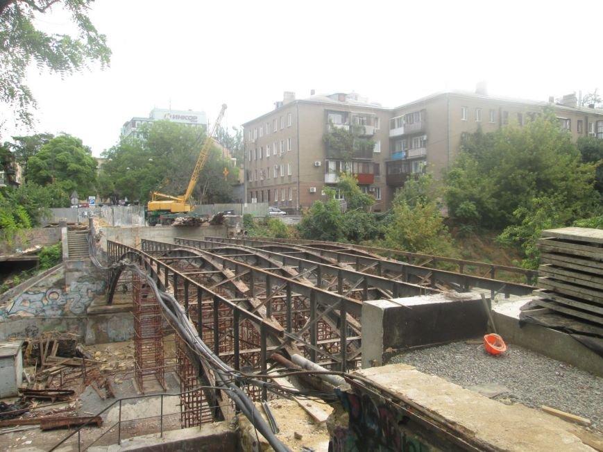 В центре Одессы рабочие «оголили» мост (ФОТО), фото-1