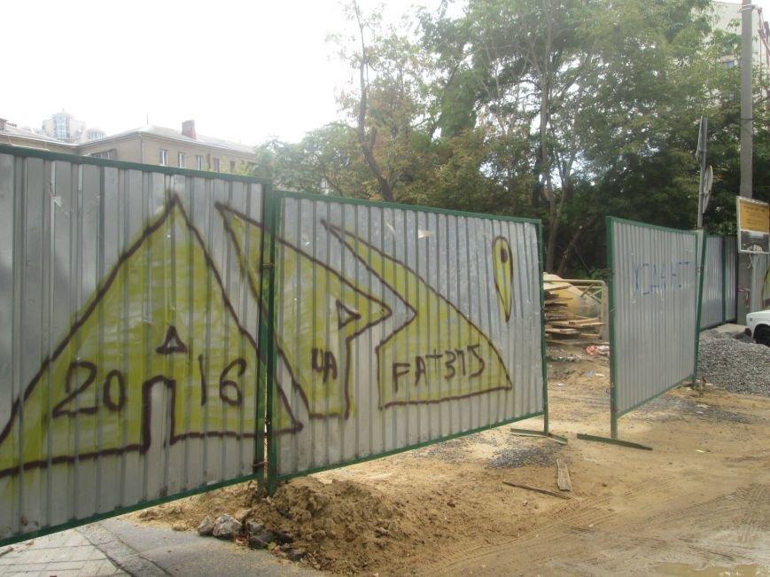 В центре Одессы рабочие «оголили» мост (ФОТО), фото-8