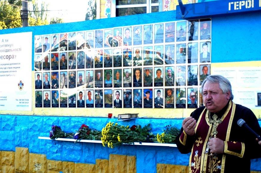 Криворожане вспомнили поименно земляков, погибших в зоне АТО и помолились за тех, кто и сегодня защищает нас от оккупантов  (ФОТО), фото-18