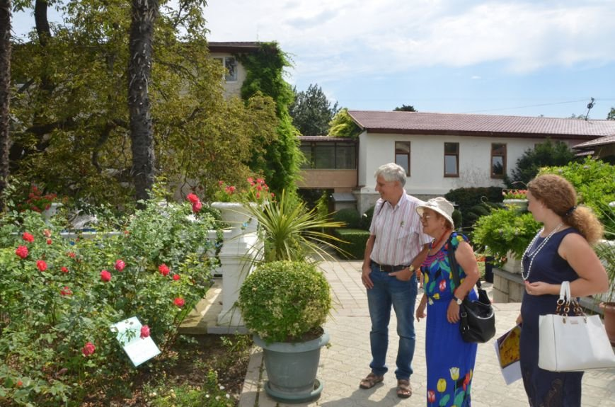 Никитский сад посетил руководитель российского представительства французской компании по селекции роз, фото-2
