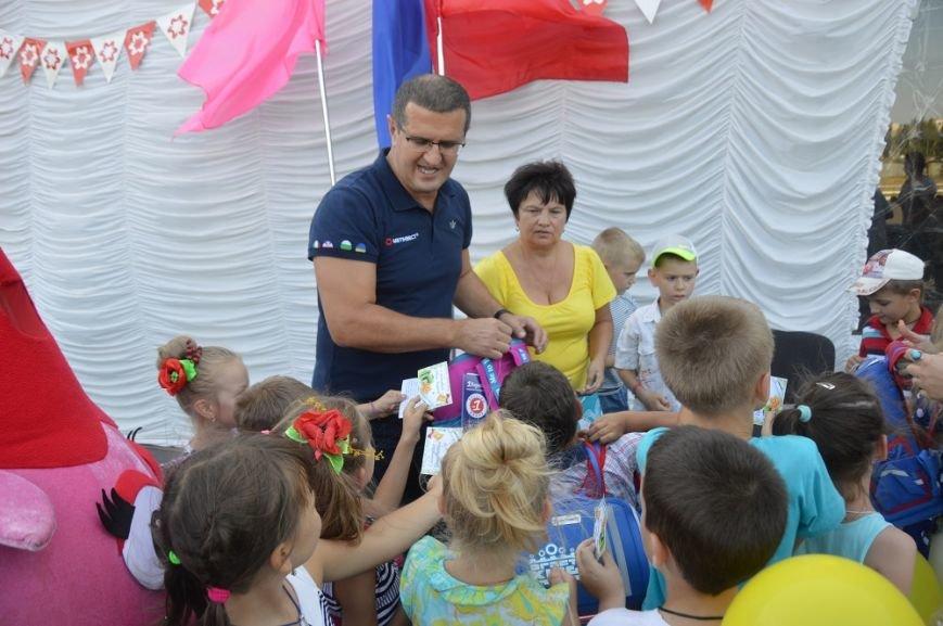 Метинвест подарил авдеевским первоклассникам школьные портфели, фото-3