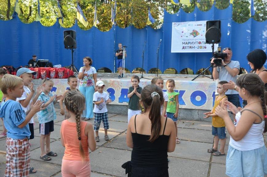 Как переселенцы в Мариуполе детей в школу собирали (ВИДЕО), фото-2