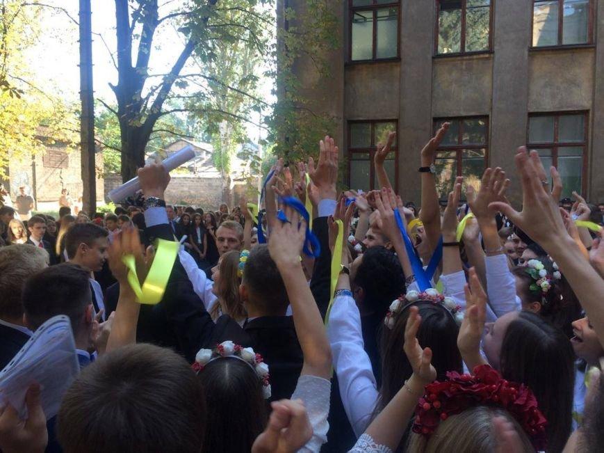 В Мариуполе в День знаний школьники признавались в любви к Украине (ФОТО, ВИДЕО), фото-8