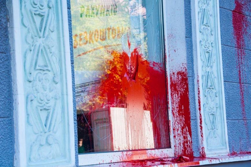 1 сентября Сбербанк в центре Кременчуга снова облили красной краской (дополнено), фото-2