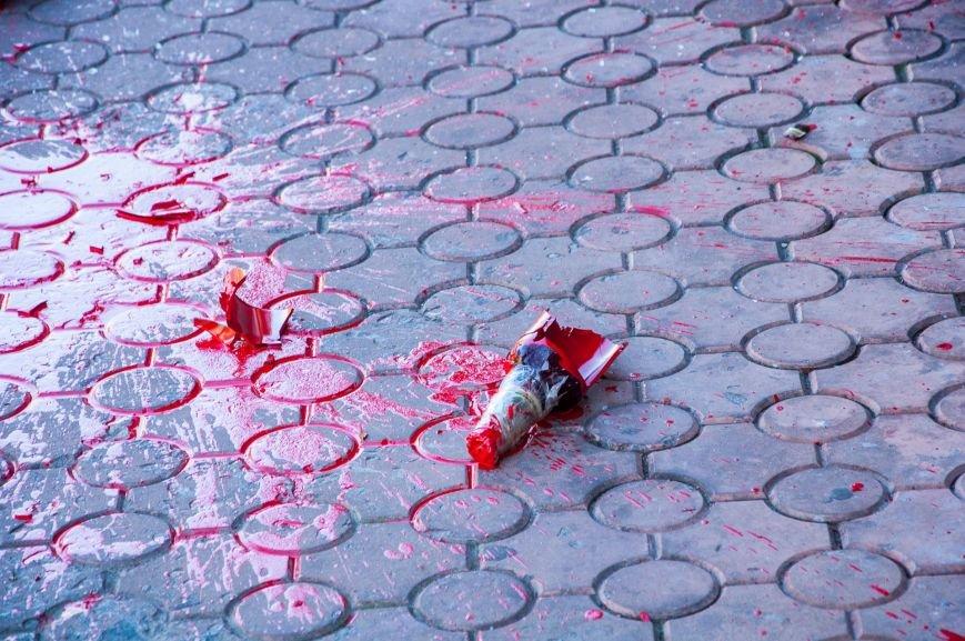 1 сентября Сбербанк в центре Кременчуга снова облили красной краской (дополнено), фото-7