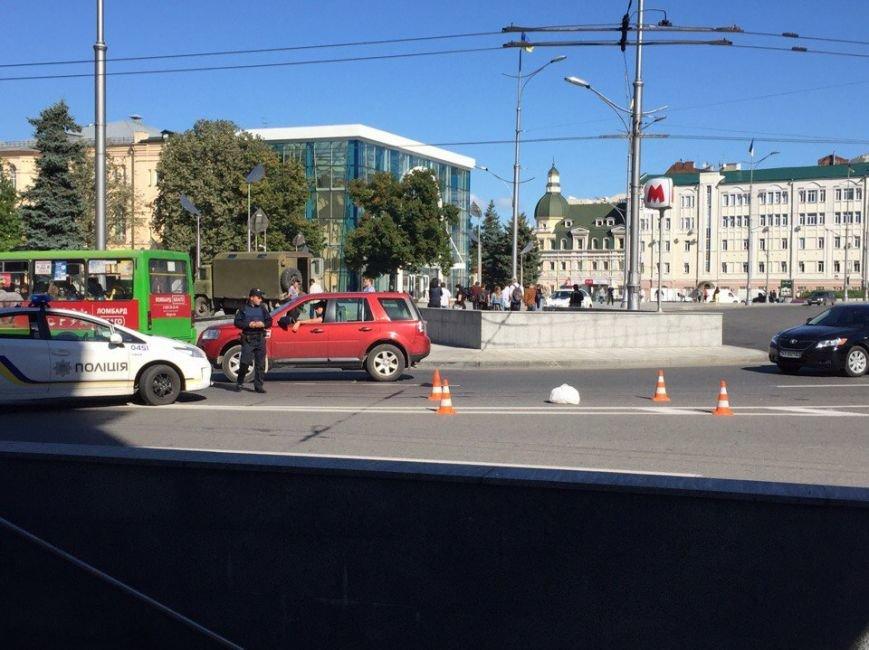 В Харькове из-за подозрительного пакета перекрыли площадь Конституции (ФОТО), фото-2
