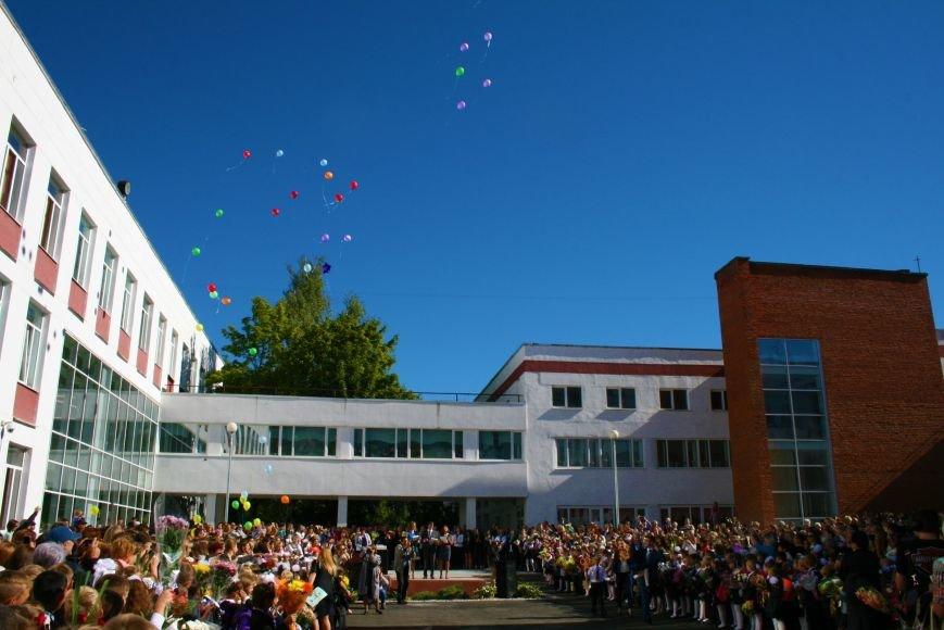 Праздничные линейки прошли в школах Троицка Новой Москвы, фото-5