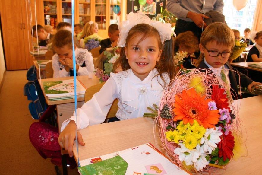 Праздничные линейки прошли в школах Троицка Новой Москвы, фото-9
