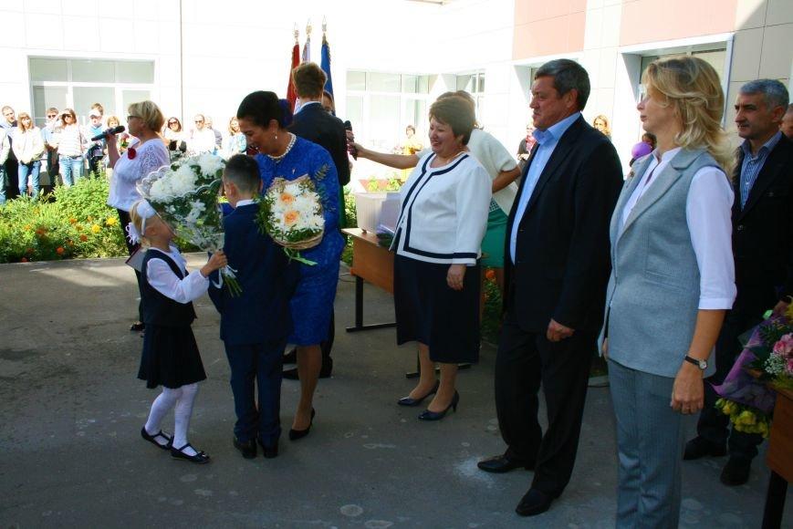 Праздничные линейки прошли в школах Троицка Новой Москвы, фото-2