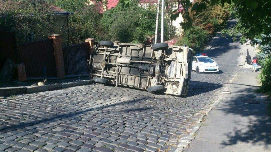 У Львові перекинувся автомобіль (ФОТО), фото-1