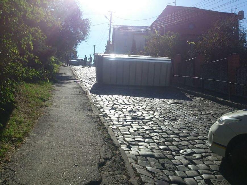 У Львові перекинувся автомобіль (ФОТО), фото-2