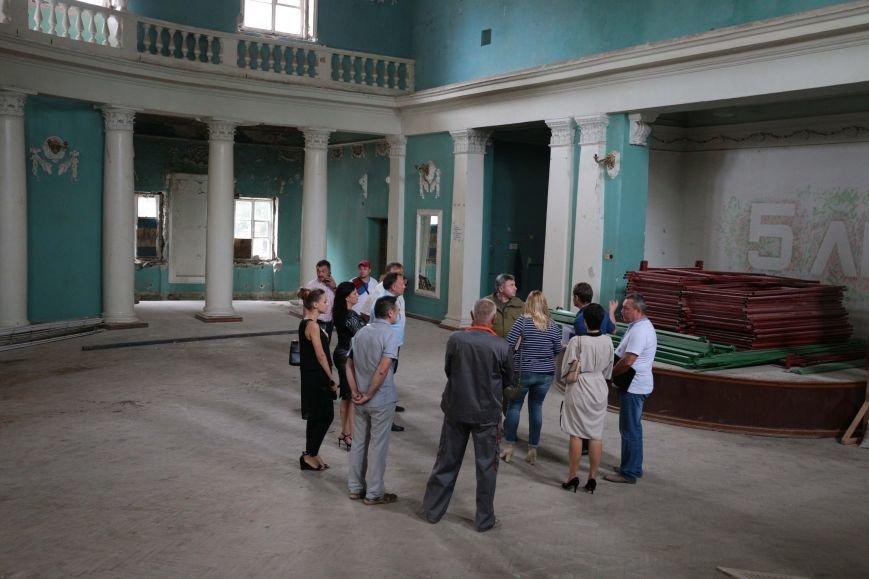 На реконструкцию областного театра на Луганщине выделено 57 миллионов гривен, фото-1