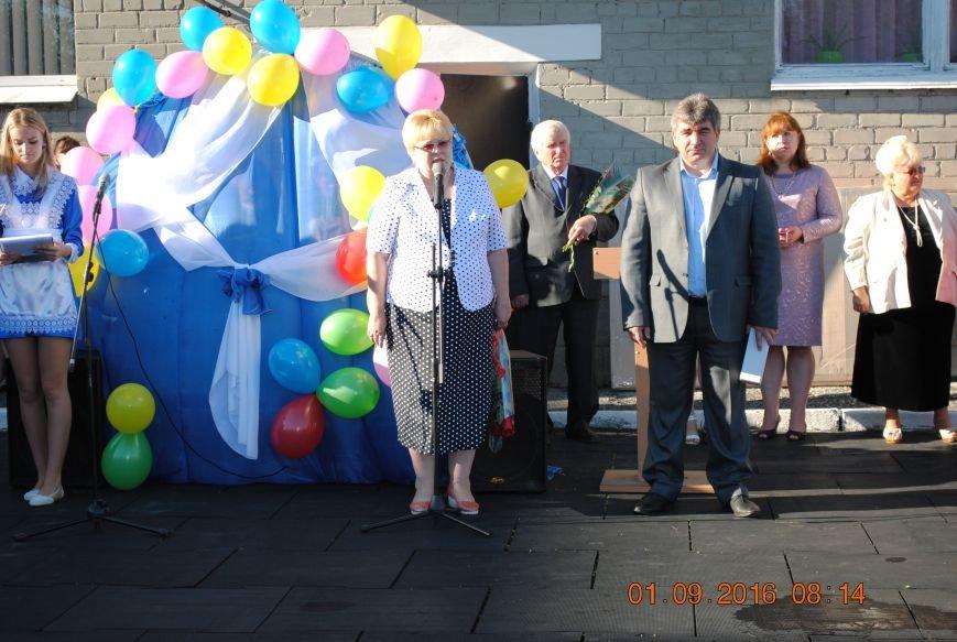Новогродівські школи радо зустріли дітей 1 вересня, фото-1