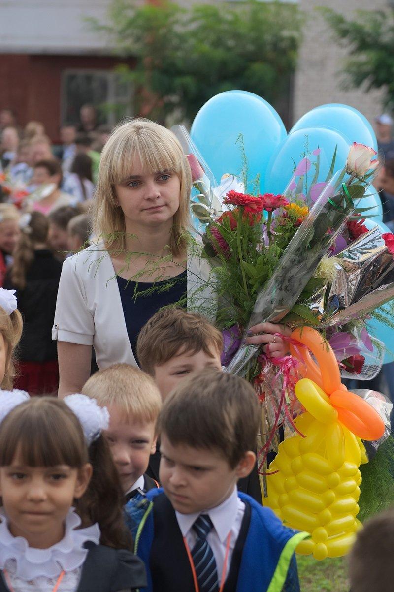 Цветы, банты, улыбки, слезы… Как в Полоцке и Новополоцке отметили День знаний, фото-5