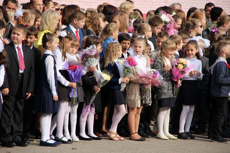 Цветы, банты, улыбки, слезы… Как в Полоцке и Новополоцке отметили День знаний, фото-20
