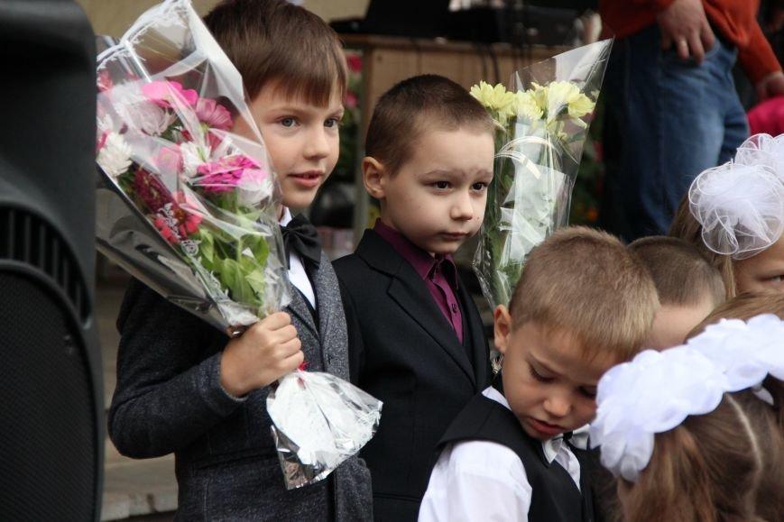 Цветы, банты, улыбки, слезы… Как в Полоцке и Новополоцке отметили День знаний, фото-22