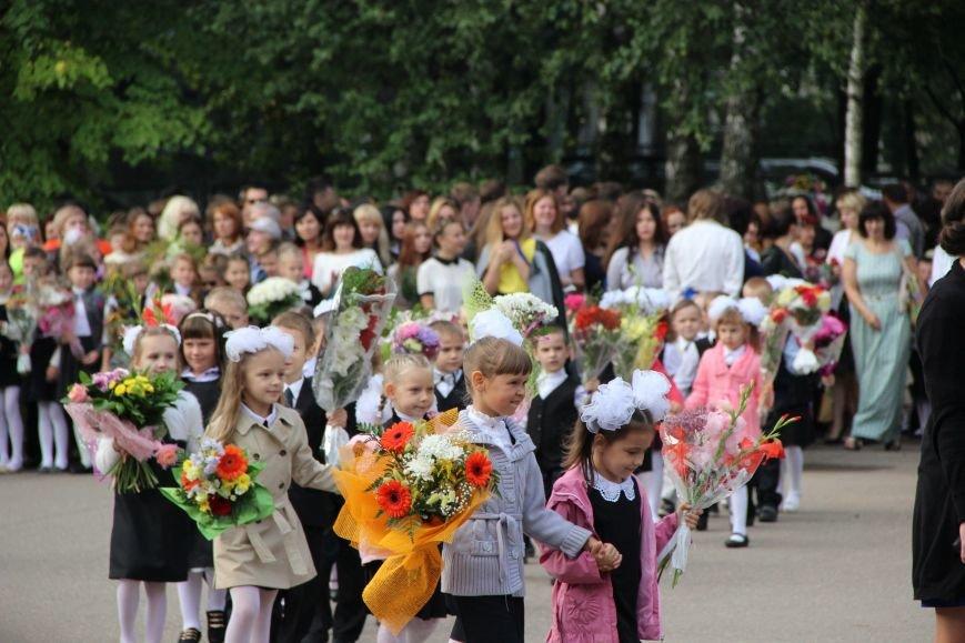 Цветы, банты, улыбки, слезы… Как в Полоцке и Новополоцке отметили День знаний, фото-16