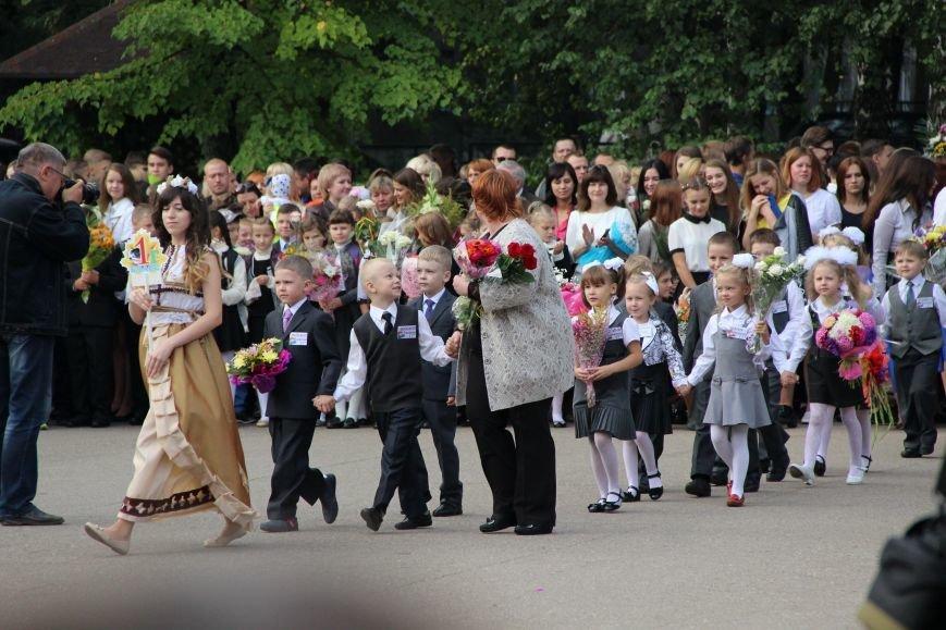 Цветы, банты, улыбки, слезы… Как в Полоцке и Новополоцке отметили День знаний, фото-18