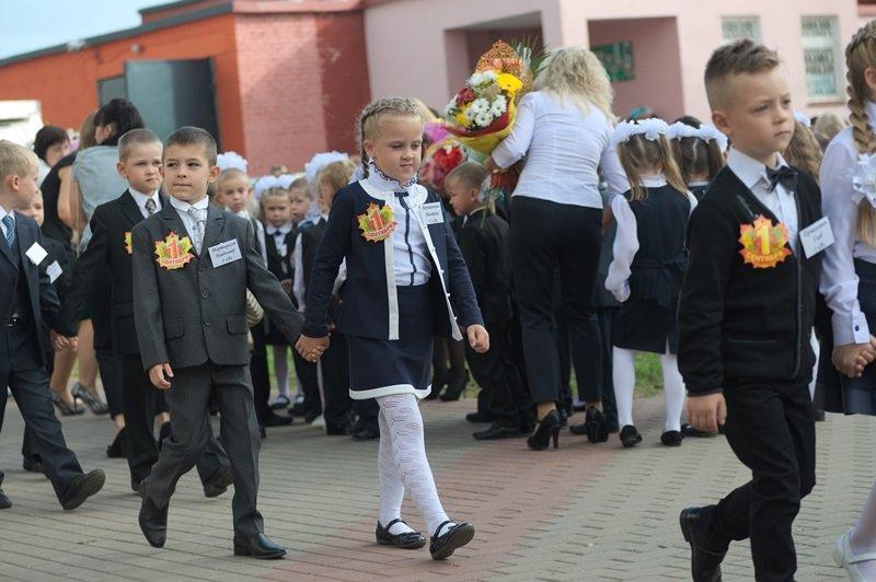 Цветы, банты, улыбки, слезы… Как в Полоцке и Новополоцке отметили День знаний, фото-9