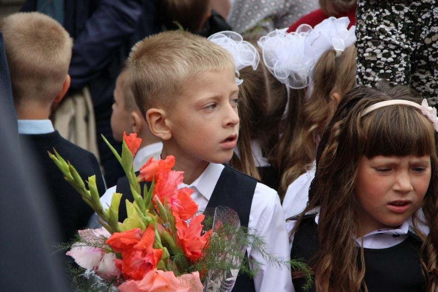 Цветы, банты, улыбки, слезы… Как в Полоцке и Новополоцке отметили День знаний, фото-21