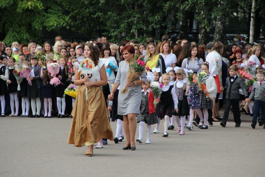 Цветы, банты, улыбки, слезы… Как в Полоцке и Новополоцке отметили День знаний, фото-15