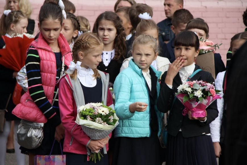 Цветы, банты, улыбки, слезы… Как в Полоцке и Новополоцке отметили День знаний, фото-13