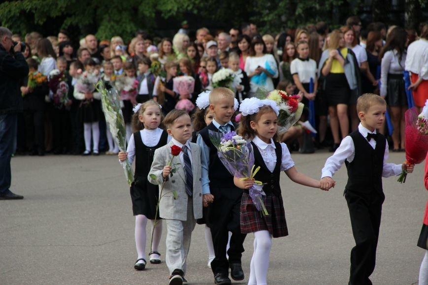 Цветы, банты, улыбки, слезы… Как в Полоцке и Новополоцке отметили День знаний, фото-17