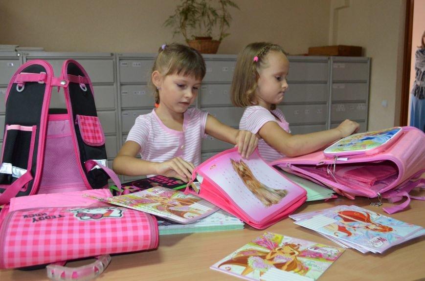 Метинвест подарил енакиевским первоклассникам школьные портфели, фото-2