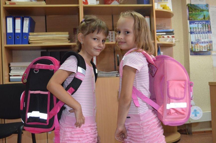 Метинвест подарил енакиевским первоклассникам школьные портфели, фото-3