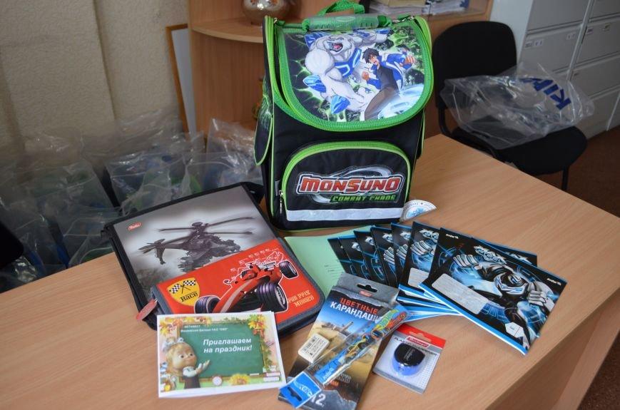 Метинвест подарил енакиевским первоклассникам школьные портфели, фото-1