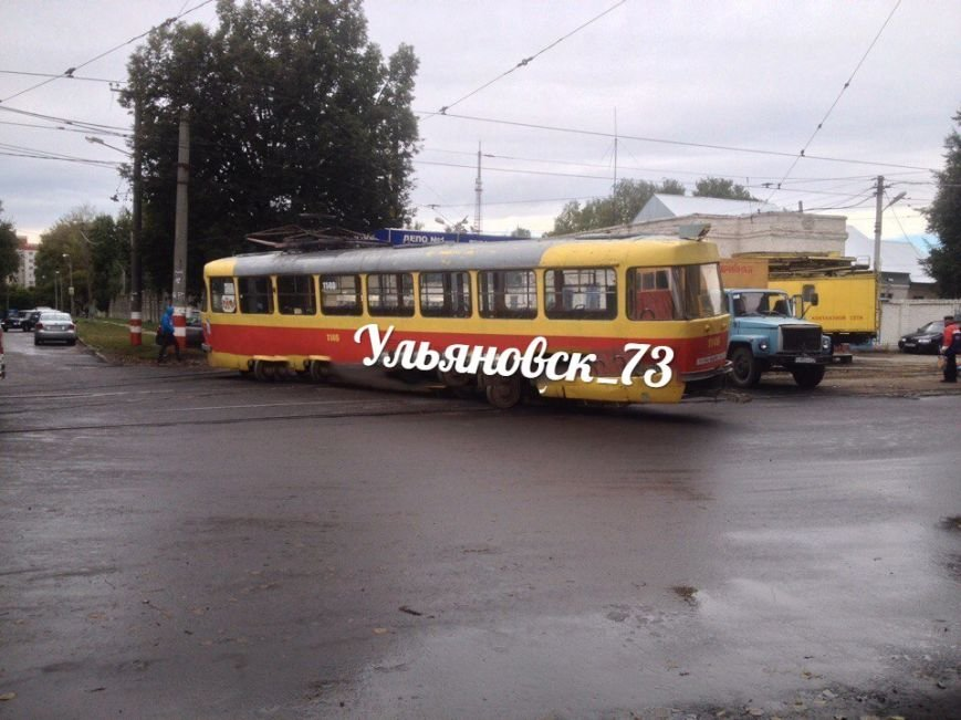 В Ульяновске трамвай сошел с рельсов. ФОТО, фото-2